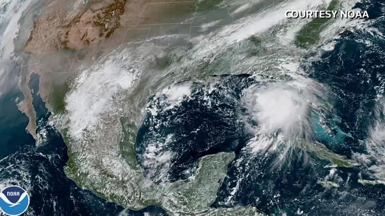 El ya declarado huracán Sally durante su paso por el Golfo de México en una imagen de satélite tomada de un video del 13 de septiembre de 2020.