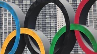 Los anillos olímpicos, en Tokio, Japón, el 6 de agosto de 2020