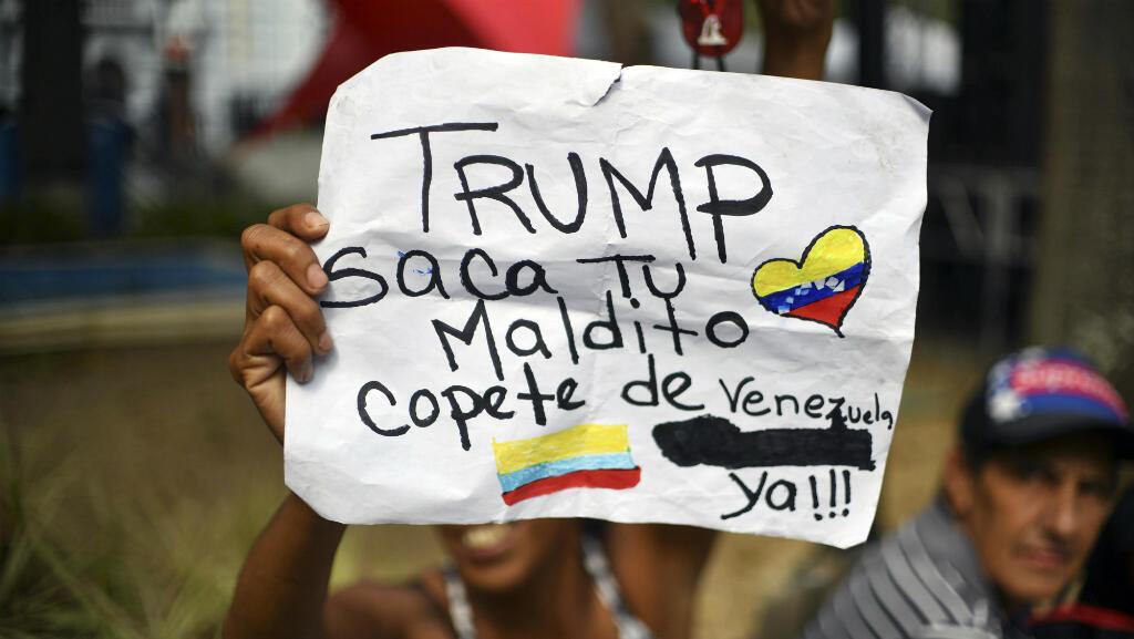 Una mujer sostiene una pancarta en contra de una eventual intervención de de Estados Unidos en Venezuela. Caracas, Venezuela, el 6 de febrero de 2019.