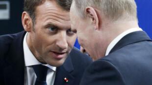 Le président français Emmanuel Macron et son homologue russe Vladimir Poutine à Saint-Pétersbourg, le 25 mai 2018.