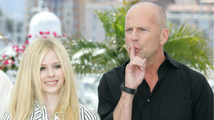 Apparemment, même Bruce Willis sait que Avril Lavigne n'est pas vraiment Avril Lavigne.