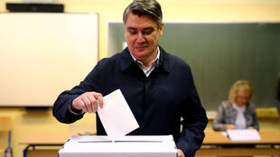 Presidential candidate Zoran Milanovic casts his ballot at a polling station during a presidential election in Zagreb, Croatia December 22, 2019