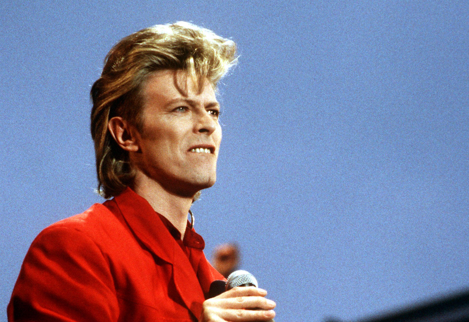 David Bowie, star britannique du rock, artiste hors norme et icône planétaire de la pop culture, est mort le 10 janvier 2016 à 69 ans, des suites d'un cancer, deux jours après la sortie de son dernier album.