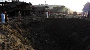 L'attentat au camion piégé a laissé un énorme cratère à l'endroit de l'explosion, vendredi 7 août 2015.