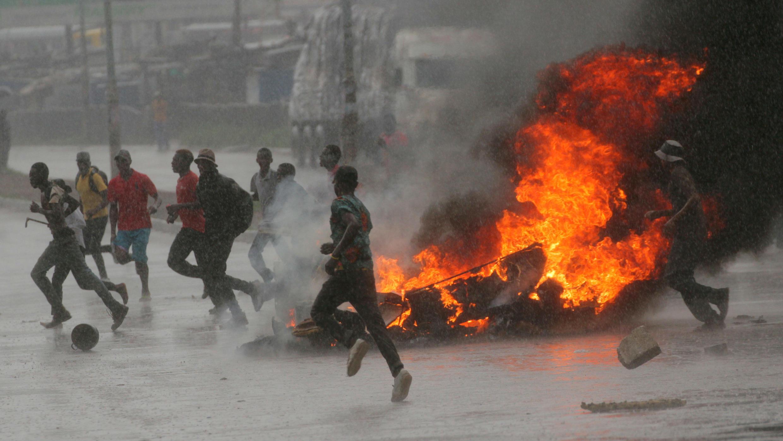 Protestas por el aumento en el precio de los carburantes en Harare, la capital de Zimbabue. 14 de enero 2019.
