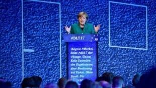 المستشارة الألمانية أنغيلا ميركل تلقي خطابا أمام منظمة الشباب في الحزبين المحافظين 7 تشرين الأول/أكتوبر 2017
