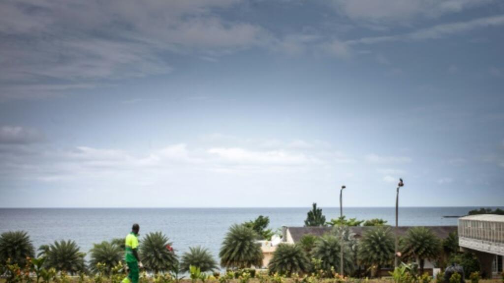 Internet a distant dream for many in oil-rich E. Guinea