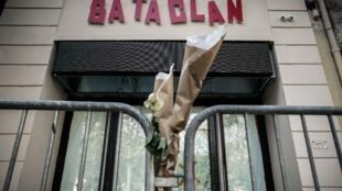 L'attentat du 13 novembre 2015 au Bataclan à Paris a fait 90 morts et de très nombreux blessés.