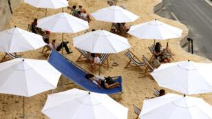 """La manifestation """"Tel Aviv sur Seine"""" doit se tenir jeudi 13 août sur les berges de la Seine aménagées pour les besoins de Paris Plages."""