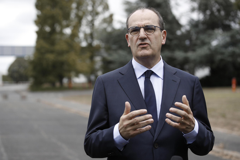 Le Premier ministre Jean Castex, le 4 juillet 2020, sur le site d'une start-up au Coudray-Montceau.