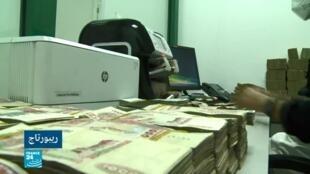 صورة ملتقطة من ريبورتاج عن السماح باستخدام التعاملات الإسلامية في البنوك الجزائرية