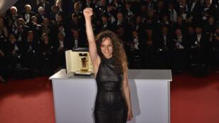 La réalisatrice française Houda Benyamina, après avoir remporté un prix au festival de Cannes, le 22 mai 2016.