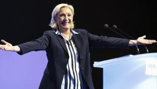 زعيمة حزب الجبهة الوطنية الفرنسية مارين لوبان