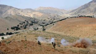 À Dur Baba, les forces de sécurité afghanes sont engagées dans d'âpres combats avec les insurgés taliban.