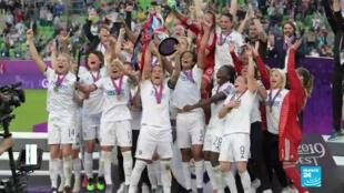 L'Olympique Lyonnais célèbre son titre de championne d'Europe.