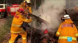 2020-01-04 11:39 Les incendies en Australie ont fait 21 morts et 3 000 militaires ont été appelés en renfort