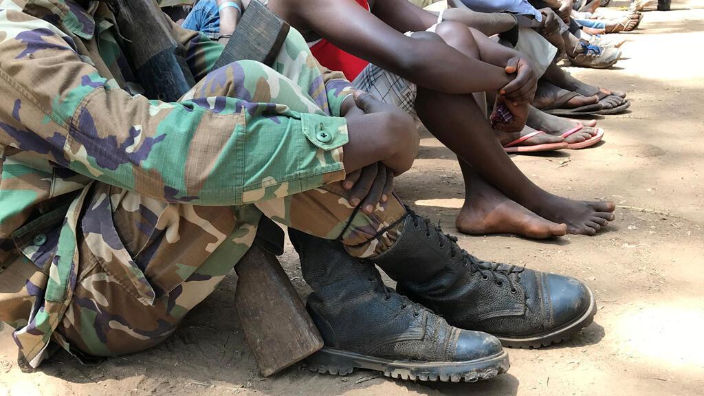Niños sudaneses del sur liberados por grupos armados asisten a una ceremonia en la ciudad occidental de Yambio, February 7, 2018.