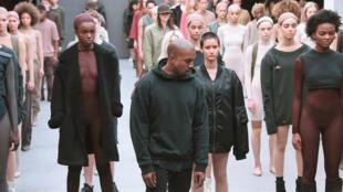 Kanye West lors du défilé de sa collection pour Adidas à la Mercedes-Benz Fashion Week automne 2015, le 12 février 2015 à New York.