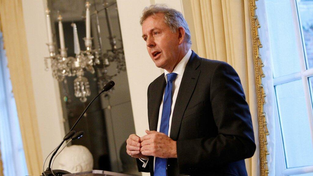 El embajador británico Kim Darroch habla en la Embajada británica en Washington, el 18 de enero de 2017.
