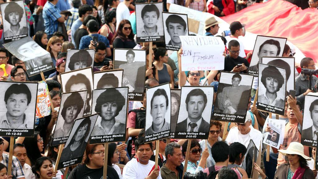 Tras el anuncio del indulto concedido al expresidente Alberto Fujimori, decenes de personas salieron a las calles a protestar contra la decisión.