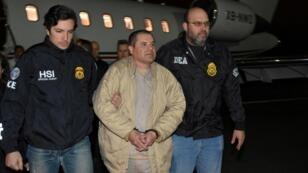 """""""El Chapo"""" Guzman, lors de son extradition aux États-Unis, en 2017."""