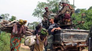 Des militaires congolais avant une offensive contre les rebelles ougandais des ADF-Nalu, en janvier 2014.