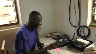 Plusieurs ONG ont installé des réseaux de radios dans le sud-est de la Centrafrique pour permettre aux villages isolés de signaler des attaques de la LRA.