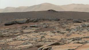 Des dépôts sédimentaires photographiés à la surface de Mars par le rover Curiosity, publié par la Nasa le 9 décembre 2013.