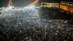 Près de 250 000 Roumains ont manifesté devant le bureau du Premier ministre Sorin Grindeanu à Bucarest, le 5 février 2017.