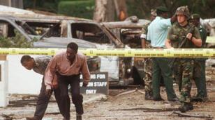 Le site de l'ambassade américaine à Dar es-Salam, au lendemain de l'attaque du 8 août 1998.