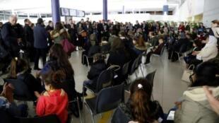 ناديا مراد ووزير الداخلية الفرنسي كريستوف كاستنير في مطار رواسي في 20 كانون الأول/ديسمبر 2018