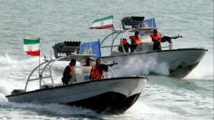 Les Gardiens de la Révolution iranienne, à bord de bateaux le 2 juillet 2012 près du port de Bandar Abbas.