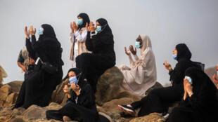 دعاء خلال مناسك الحج في مكة في 30 تموز/يوليو 2020