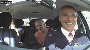 Jens Stoltenberg au volant de son taxi.