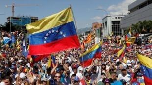 متظاهرون معارضون للرئيس الفنزويلي نيكولاس مادورو بالعاصمة كاراكاس - 2 فبراير/ شباط 2019