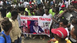 """متظاهرون في مونروفيا يصفون جورج ويا بأنه """"خائن"""". 2019/06/07."""