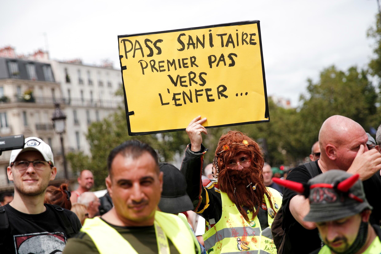 Paris anti-vaxx protest