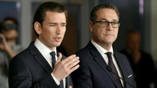 Sebastian Kurz (à g.) et Heinz-Christian Strache (à d.) ont présenté leur gouvernement de coalition, le 16 décembre 2017 à Vienne.