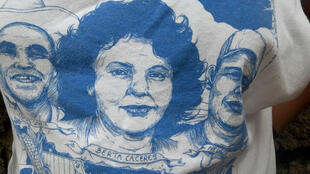 Imágen de la ambientalista Berta Cáceres impresa sobra una camiseta, en Tegucigalpa, Honduras, el 15 de octubre de 2018.