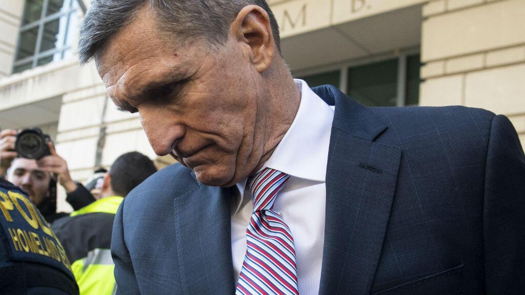 El exasesor general de Seguridad Nacional, Michael Flynn, sale de una audiencia en la Corte del Distrito de Washington, DC, el 18 de diciembre de 2018.