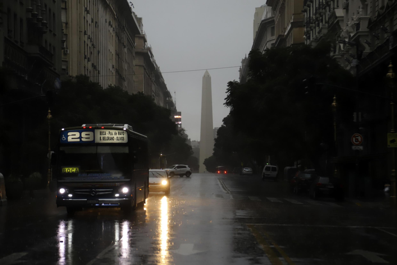 Une avenue de Buenos Aires, la capitale argentine, lors d'une coupure générale d'électricité en juin 2019