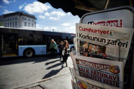 صحف تركية في إسطنبول في 2 تشرين الثاني/نوفمبر 2015