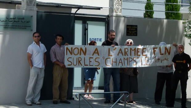 تجمع لأقدام السود والحركى أمام قنصلية الجزائر بمونبولييه -