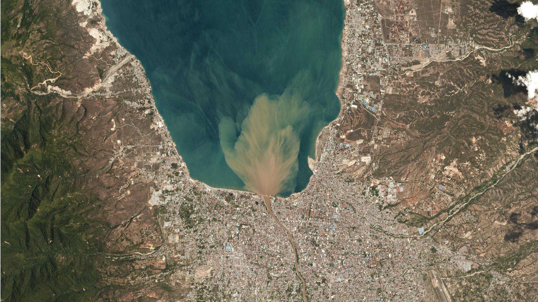 Imagen satelital de la ciudad de Palu, en la isla de Céles, donde se sintió más fuerte el terremoto.