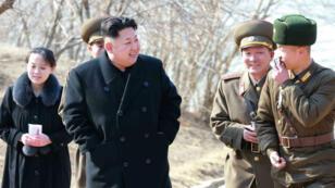 Kim Yo-Jong (à gauche), petite sœur du dirigeant nord-coréen Kim Jong-Un sera à Pyeongchang, en Corée du Sud, vendredi.