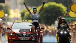 Matteo Trentin le otorgó la cuarta etapa del presente Tour para el Mitchelton Scott al cruzar en solitario la meta en Gap