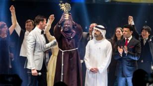 Peter Tabichi, lors de la remise de son prix, le 24 mars 2019 à Dubaï.
