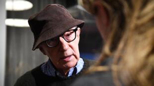 """Esta foto de archivo tomada el 14 de noviembre de 2017 muestra a Woody Allen asistiendo a la proyección de """"Wonder Wheel"""" en el Museo de Arte Moderno de la ciudad de Nueva York."""