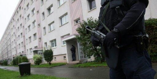 أعلنت شرطة مقاطعة ساكس أنها تطارد مواطنا سوريا يبلغ من العمر 22 عاما