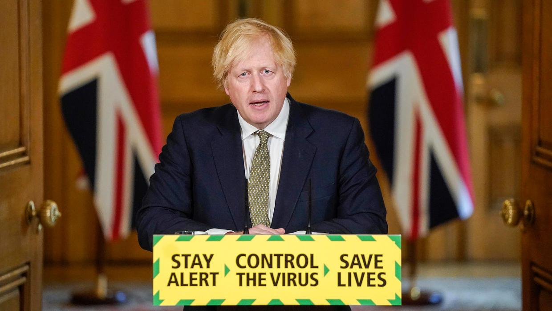 صورة نشرتها رئاسة الحكومة البريطانية لرئيس الوزراء بوريس جونسون خلال مؤتمر صحفي في 24 أيار/مايو 2020.